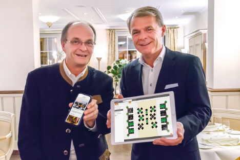 Gerd Ripp, Gastgeber im Romantik Hotel Schloss Rheinfels, und Romantik-Chef Thomas Edelkamp präsentieren das Tischreservierungssystem der neuen Res_preview