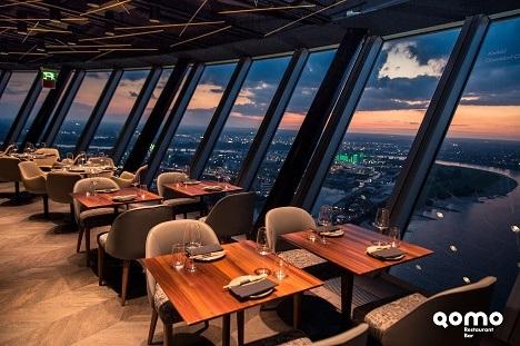 Qomo Restaurant hoch über Düsseldorf