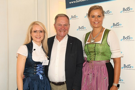 Andrea Belegante (BdS-Hauptgeschäftsführerin), Dr. Wolfgang Heubisch (Münchner Stadtrat und Staatsminister a.D.), Sandra Mühlhause (BdS-Präsidentin)